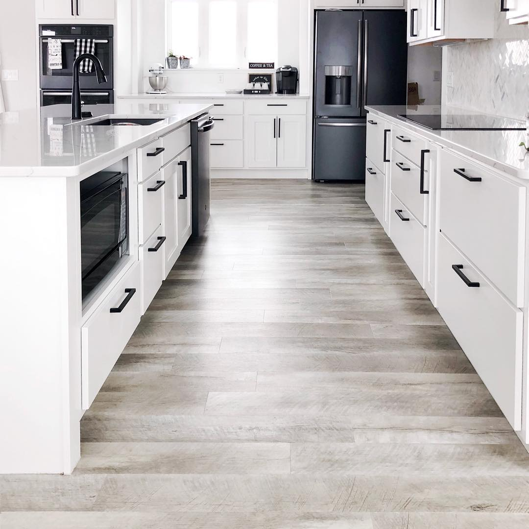 10 Kitchens With Vinyl Plank, Is Vinyl Flooring Good For Kitchens